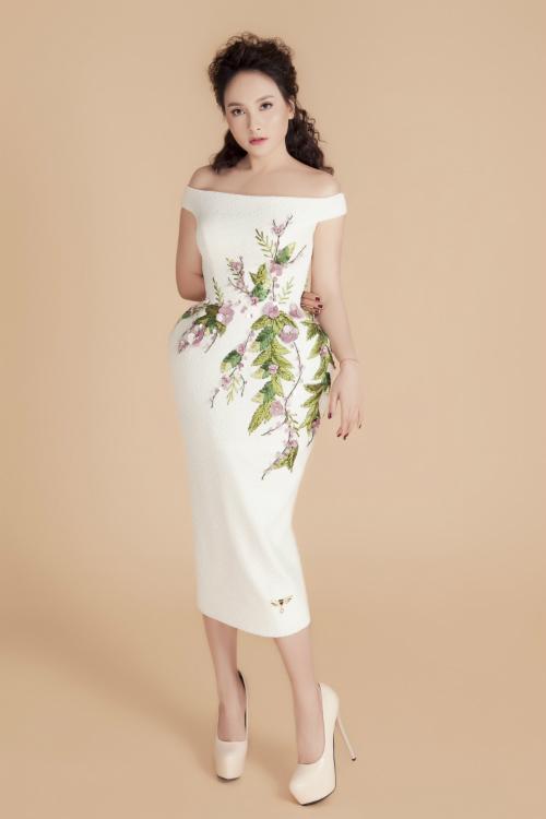 Thiết kế này khá đặc biệt nhờ độ phồng ở hông của trang phục. Đây là một trong những xu hướng được các nhà mốt Việt Nam yêu thích, lấy cảm hứng từ trang phục của thập niên 1960.