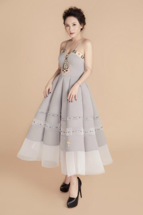 Bảo Thanh yêu thích thiết kế này bởi trang phục mang đến sự trẻ trung cho cô.Thiết kế váy bồng xoè cũng rất nữ tính phù hợp phong cách của nữ diễn viên.