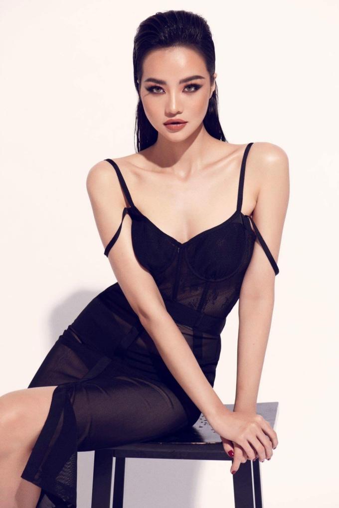 <p> Váy dáng dài mang tới vẻ thanh lịch và sang trọng.</p>