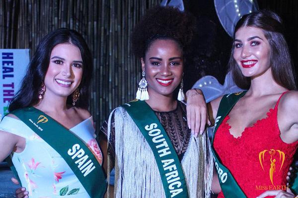 Miss Earth 2018 (Hoa hậu Trái đất 2018) diễn ra ở Manila, Philippines. Đây vốn được đánh là một trong những cuộc thi sắc đẹp lớn nhất hành tinh, tuy nhiên chất lượng thí sinh tham gia thì đang giảm sút. Sau nhiều lùm xùm trong khâu tổ chức, dàn hoa hậu đại diện các quốc gia năm nay có dung mạo rất nhạt nhòa.
