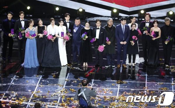 Những diễn viên giành chiến thắng của đêm trao giải.