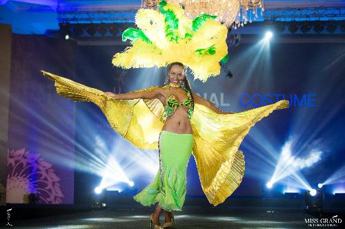 Thí sinh đại diện Cape Verde trình diễn khá tốt. Tuy nhiên nhiều khán giả nhận định, người đẹp này sở hữu khuôn mặt gồ ghề,đường nét quá nam tính.