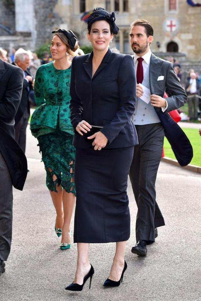 <p> Diện mạo thanh lịch của nữ diễn viên Liv Tyler trong set đồ màu xanh navy.</p>
