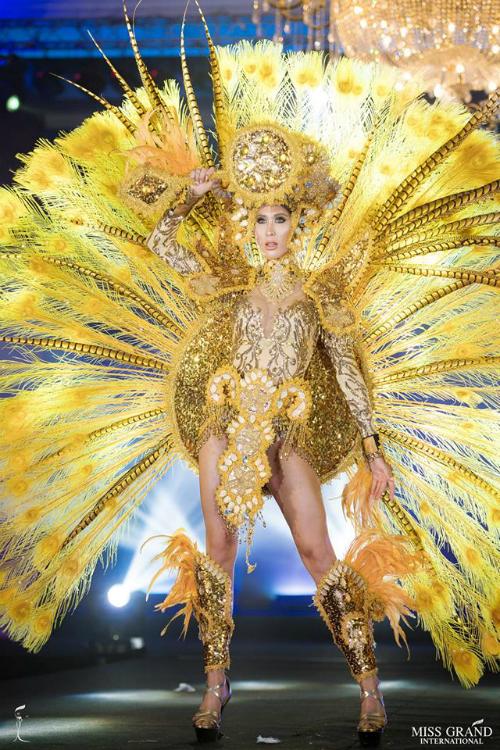 Đại diện của Costa Rica - Nicole Menayo sở hữu khuôn mặt quá dài. Biểu cảm của cô bị cho là đơ, thiếu sức hút trên sân khấu.