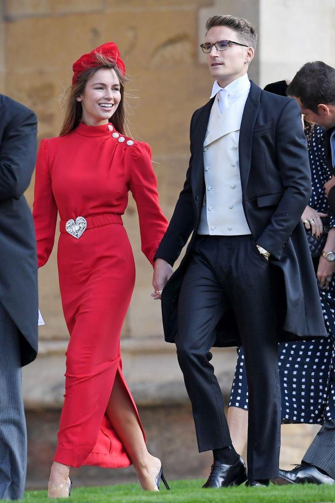 <p> Người đẹp Emma Louise Connolly, bạn gái của nam diễn viên Ollie Proudlock, mặc bộ váy đỏ ôm sát của Alessandra Rich.</p>