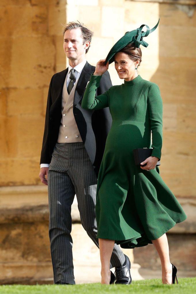 <p> Pippa Middleton, chị gái Công nương Kate, diện trang phục màu xanh ngọc lục bảo đang là xu hướng hoàng gia năm nay.</p>