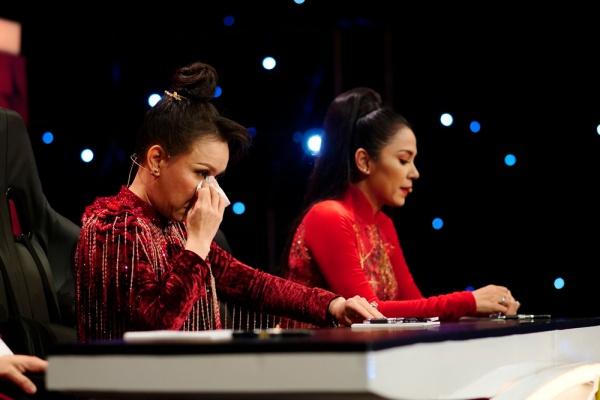 Việt Hương bật khóc trước chuyện đời của Hải Yến Idol - 2