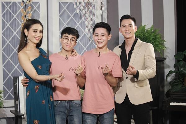 Lâm Khánh Chi và cặp đôi đồng tính tại chương trình.