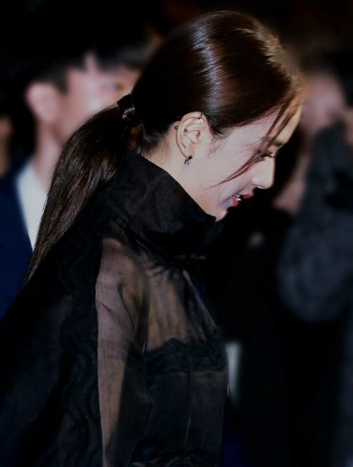 Nhiều fan cho rằng Ji Soo đang đạt độ chín về nhan sắc và YG không nên bỏ phí tiềm năngmà nên tạo điều kiện cho cô nàng đi đóng phim.