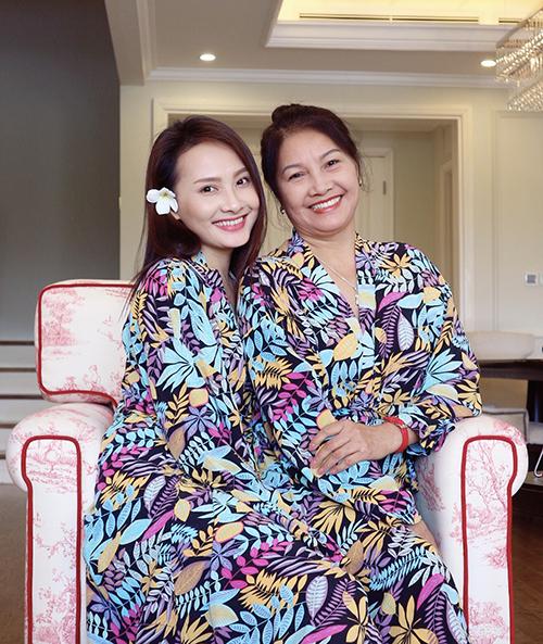 Bảo Thanhthừa hưởng nhiều đường nét xinh đẹp từ mẹ ruột.