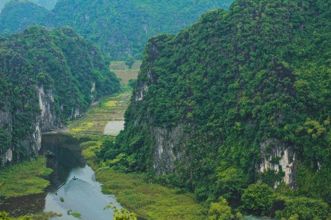 """<p> """"Nàng thơ của Tam Cốc"""" nằm dưới chân núi Múa trong quần thể khu du lịch sinh thái thuộc địa phận thôn Khê Đầu Hạ, xã Ninh Xuân, Hoa Lư, Ninh Bình.</p>"""