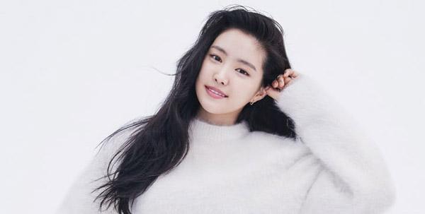Na Eun nổi tiếngvới ngoại hình xinh đẹp.
