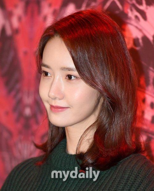 Ngoại hình của Yoon Ah luôn thuộc top đầu Kpop trong suốt 11 sự nghiệp. Fan cho rằng nữ ca sĩ đang lão hóa ngược khi đã 28 tuổi nhưng vẫn trẻ trung không kém cạnh các hậu bối.