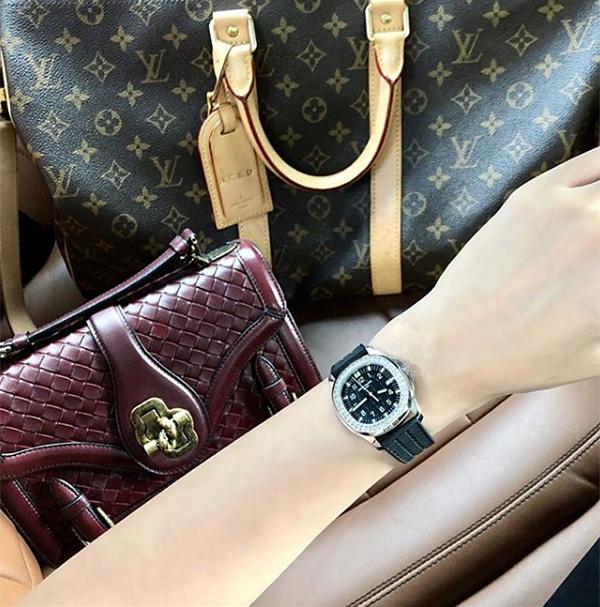 Thành tích mua sắm đáng nể với những món phụ kiện từ vài chục đến vài tỷ đồng được Kỳ Duyên cập nhật thường xuyêntrên Instagram.