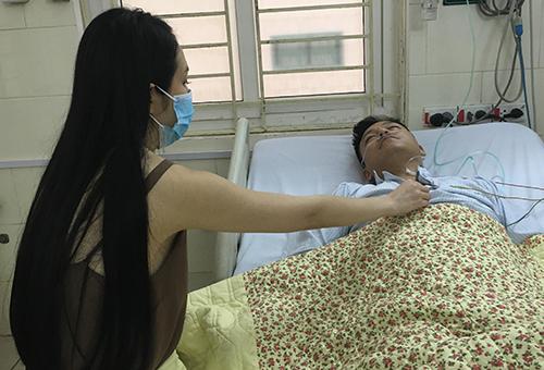 Tuấn Hưng nhập viện sau sự cố hủy show.