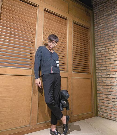 Soobin Hoàng Sơn tự thưởng cho mình một ngày rảnh rỗi, lên đồ điệu đà ra phố giảm stress.