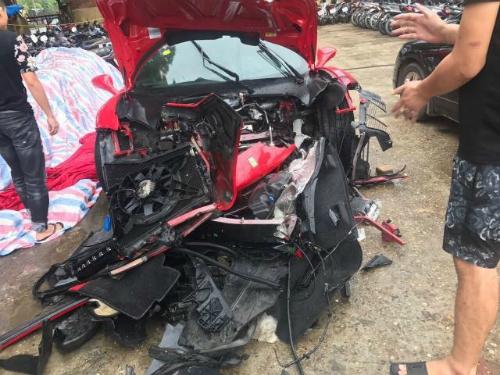 Chiếc siêu xe gặp nạn của Tuấn Hưng.