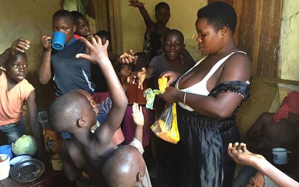 Mariam làm đủ nghề để nuôi những đứa con của mình.