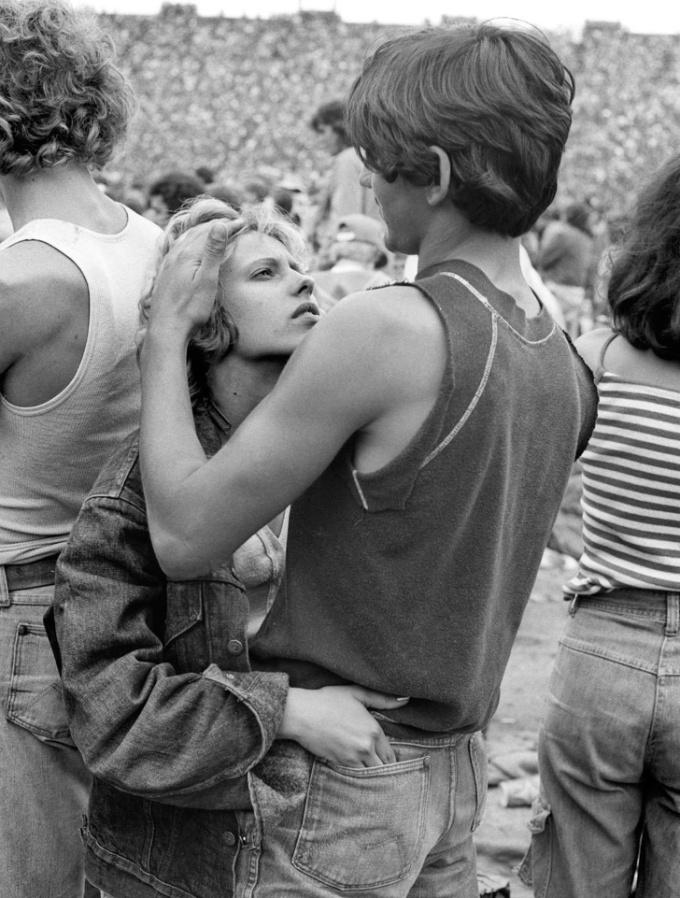 <p> Một cặp đôi trẻ tại concert của Rolling Stones ở Philadelphia năm 1978.</p>