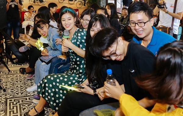 Hoàng Yến Chibi khiến fan phấn khích khi cover Hongkong 1 bản acoustic - 5