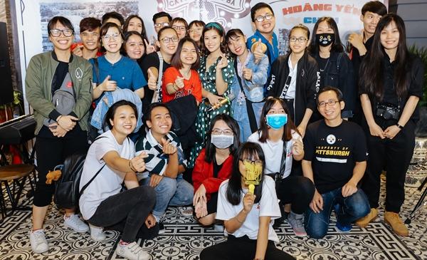 Hoàng Yến Chibi khiến fan phấn khích khi cover Hongkong 1 bản acoustic - 6