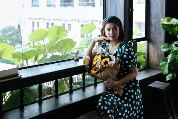Vào tháng 11 này, Hoàng Yến tiếp tục cho ra mắt sản phẩm mới mang tựa đề Em vẫn yêu đời (sáng tác Bùi Công Nam) và 3 dự án phim với các tính cách khác nhau.