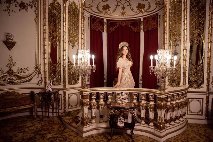 Lý Nhã Kỳ như công chúa trong lâu đài