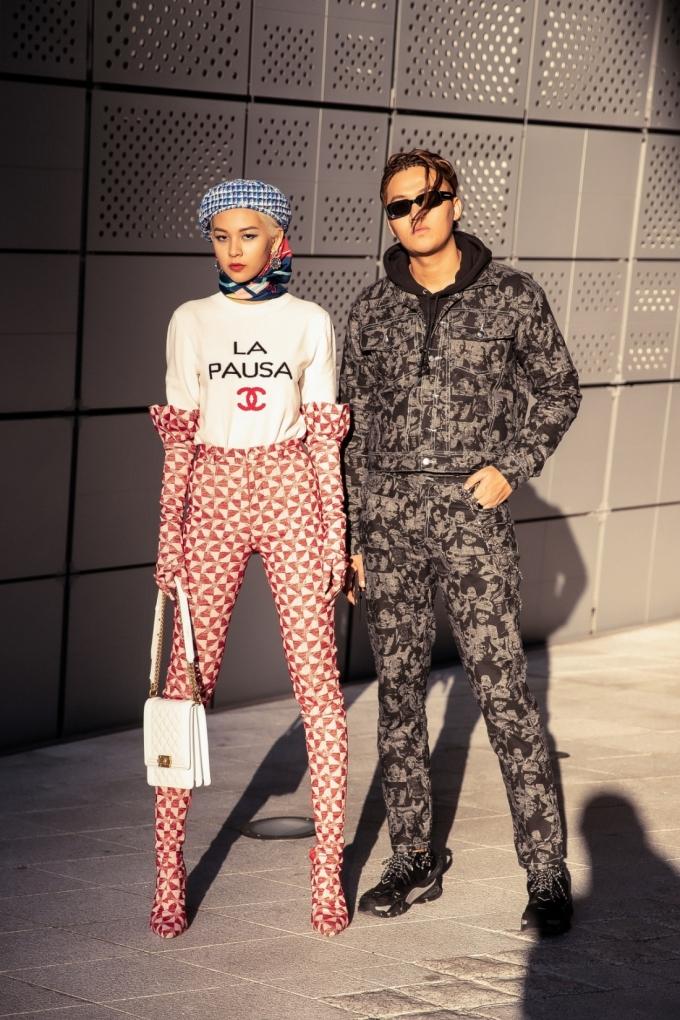 """<p> Phí Phương Anh tâm sự: """"Sau những lần tham dự Seoul Fashion Week, tôi nhận thấy xu hướng của các tín đồ thời trang có nhiều sự thay đổi rõ rệt. Những dấu ấn thời trang cá nhân được tôn vinh mạnh mẽ nhưng vẫn phải ứng dụng và thực tế. Sau 2 ngày tại Seoul Fashion Week, tôi cảm thấy tự hào và hãnh diện bởi những gì mình và ê-kíp làm được"""".</p>"""