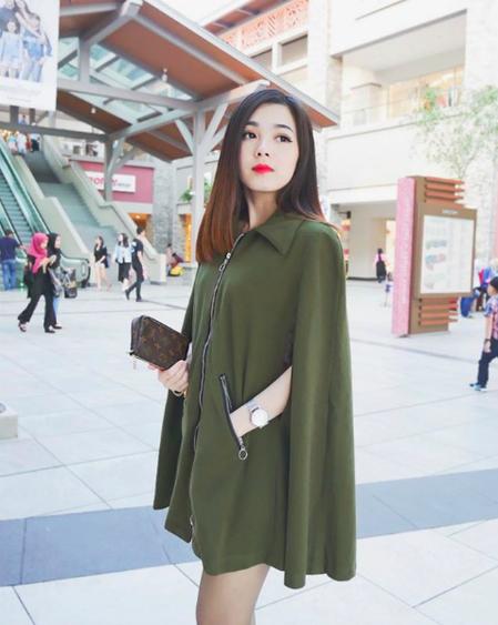 Mabel tỏ ra khá đa tài, khi bén duyên với chụp lookbook, làm mẫu ảnh cho các thương hiệu thời trang tại Malaysia, đồng thời còn là một vũ công.