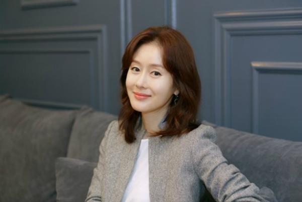 Sao nữ Hàn lên tiếng xin lỗi sau khi say không mở nổi mắt ở họp báo phim