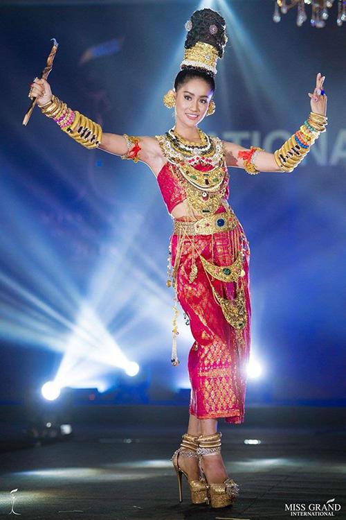 Trang phục dân tộc của đại diện Cambodia.