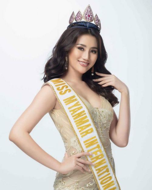 Cộng đồng mạng tỏ ra bất ngờ khi đại diện Myanmar có mặt ở vị trí thứ 4 trong top những thí sinh tiềm năng của Hoa hậu Quốc tế năm nay. Bởi, nhan sắc của cô khá già dặn. Tuy nhiên, theo Missosology, điểm mạnh của May Yu Khatar chính là sức trẻ, vẻ đẹp tươi mới.