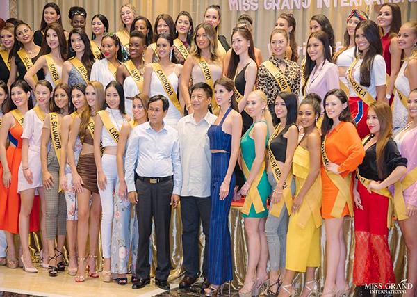 Phương Nga cao tay chọn chỗ đẹp khi chụp ảnh ở Miss Grand International - 3