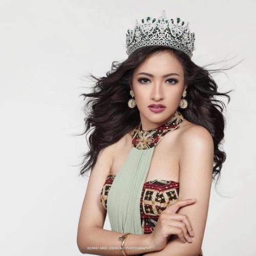 Vania Fitryanti lên ngôi Hoa hậu Quốc tế Indonesia năm 2017. Cô sinh viên chuyên ngành nông nghiệp được giới thiệu là người có cá tính mạnh mẽ và luôn hết mình trong mọi hoạt động cộng đồng. Cô là một trong 3 nhan sắc Đông Nam Á có mặt trong top 5 ứng viên tiềm năng của Missosology.