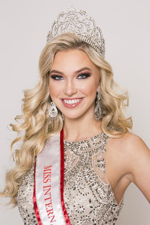 Đại diện Đan Mạch sở hữu nụ cười rạng rỡ. Cô sinh viên chuyên ngành tâm lý cũng có kinh nghiệm làm mẫu lâu năm trước đó. Đây là đại diện sáng giá nhất của khu vực châu Âu tại Miss International năm nay.