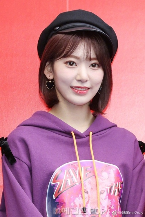 Sakura được khen ngợi bởi ngoại hình xinh xắn, hợp với phong cách Kpop. Mũ beret đang là trend được nhiều idol ưa thích.