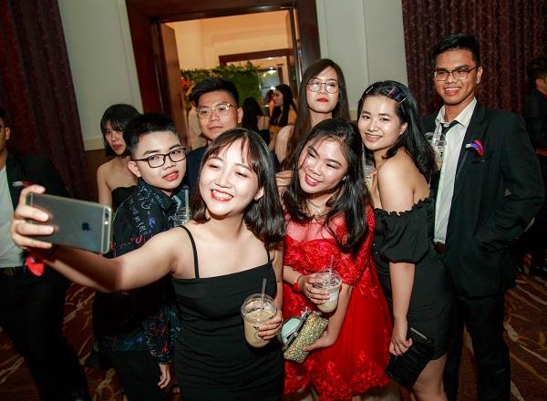 PROM Nguyễn Khuyến là ngày hội ngộ của các cựu học sinh vừa ra trường mùa hè vừa qua và nhiều thế hệ học sinh từng học tại ngôi trường nội trú có tiếng tại TP.HCM