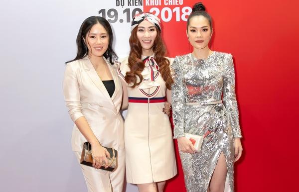 Lê Phương, Dương Cẩm Lynh đến chúc mừng phim mới của Ngân Khánh.