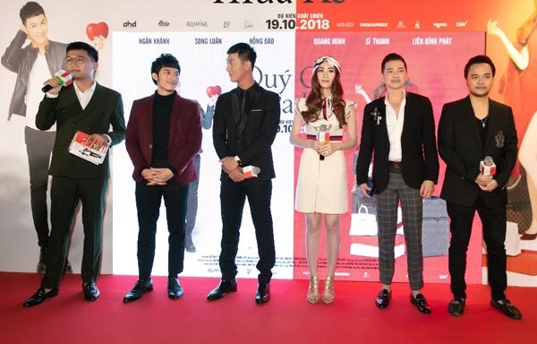 Tối 18/10, phim Quý cô thừa kế chính thức công chiếu suất đầu tiên tại TP HCM. Đến chúc mừng đứa con tinh thần của NSX Trang Nhung và đạo diễn Hoàng Duy có sự góp mặt của ekip, diễn viên và các đồng nghiệp thân thiết.