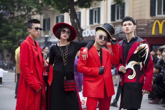<p> Sáng ngày 20/10, The Best Street Style - hoạt động bên lề nằm trong khuôn khổ Tuần lễ Thời trang Quốc tế Việt Nam thu đông 2018 đã chính thức khởi động tại phố đi bộ Hà Nội. Sự kiện thu hút đông đảo sự tham gia của giới trẻ đam mê thời trang.</p>
