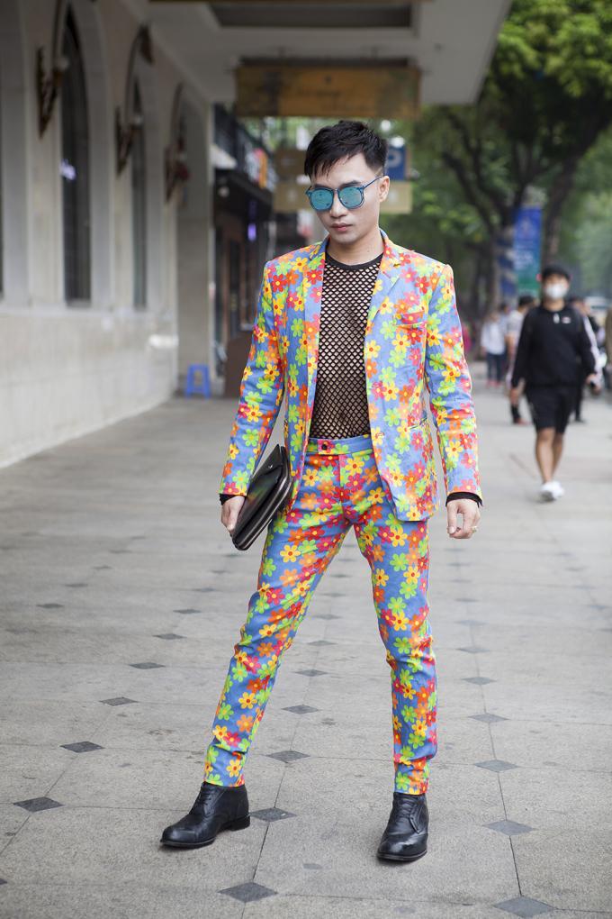 <p> The Best Street Style là sân chơi cho những tín đồ thể hiện phong cách cá nhân qua những trang phục độc đáo, sặc sỡ hết cỡ.</p>
