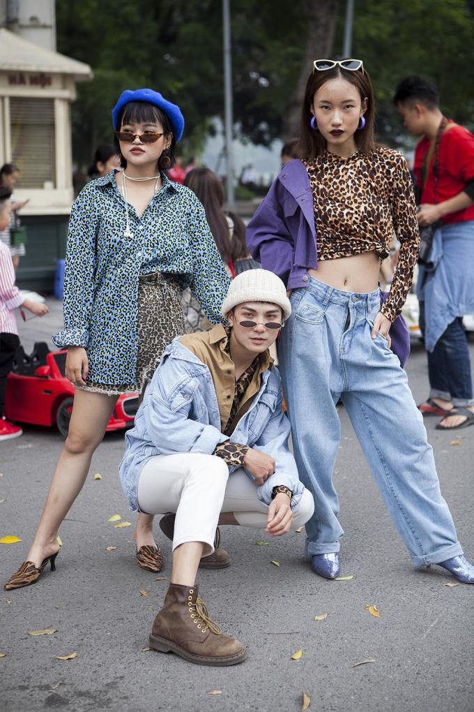 <p> Nhiều chàng trai cô gái lập hội diện đồ chung dress code, đi đến đâu là nổi đến đó.</p>
