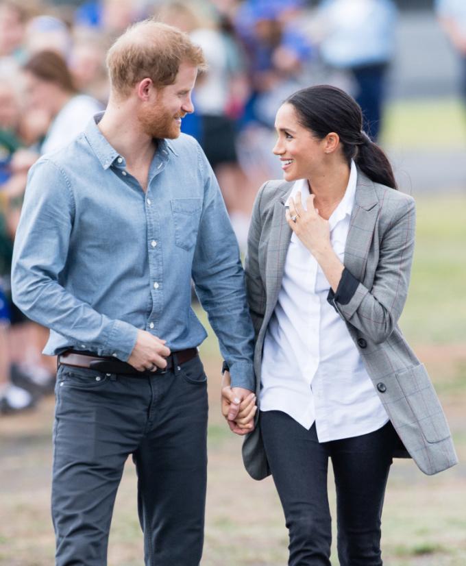 <p> Ánh mắt hai người trao nhau luôn chan chứa tình yêu và niềm hạnh phúc. So sánh với những cặp đôi hoàng gia khác như Charles-Diana hay William-Kate, Meghan và Harry trông ngọt ngào hơn hẳn.</p>