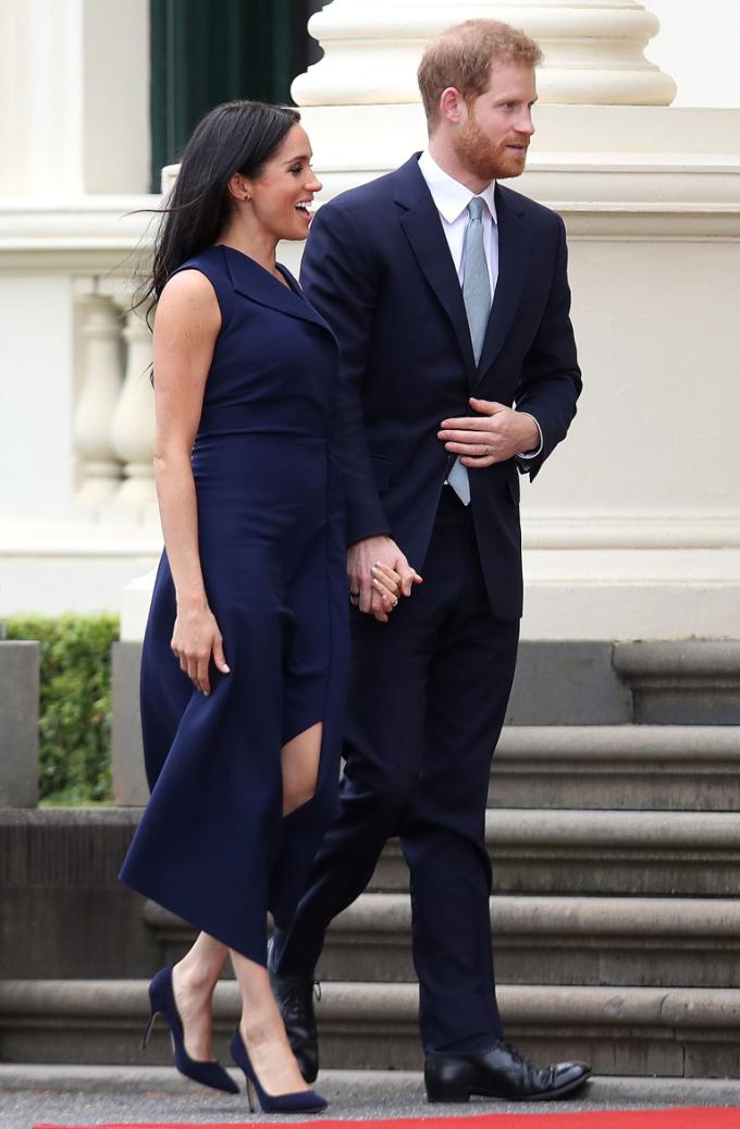 <p> Meghan và Harry diện trang phục tông xuyệt tông tới dự tiệc do Thống đốc bang Victoria tổ chức tại Tòa nhà Chính phủ ở Melbourne.</p>