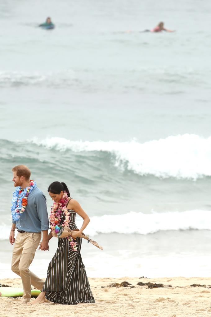 <p> Trên mạng xã hội quốc tế, đông đảo fan bày tỏ sự ngưỡng mộ dành cho cuộc hôn nhân viên mãn này. Nhiều người khẳng định tình yêu của cặp đôi không chỉ là niềm hạnh phúc của người trong cuộc mà còn mang lại năng lượng, bầu không khí tích cực cho công chúng.</p>