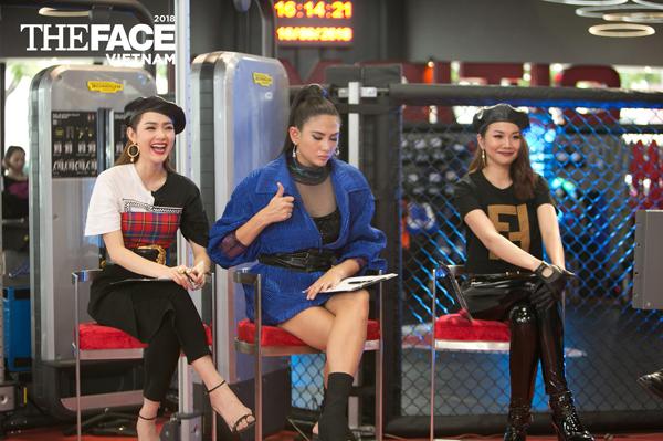 Minh Hằng và Thanh Hằng mặc đồ như sinh đôi trong thử thách quay quảng cáo, riêng Võ Hoàng Yến một mình một kiểu.