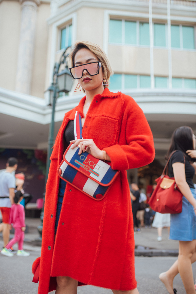 """<p> The Best Street Style là một hoạt động bên lề thuộc khuôn khổ Vietnam International Fashion Week thu đông 2018 diễn ra tại Hà Nội. Sau ngày đầu tiên được đón nhận khá nhiệt tình, khu vực phố đi bộ tiếp tục có sự """"đổ bộ"""" của hàng loạt tín đồ thời trang trong ngày thứ hai diễn ra.</p>"""