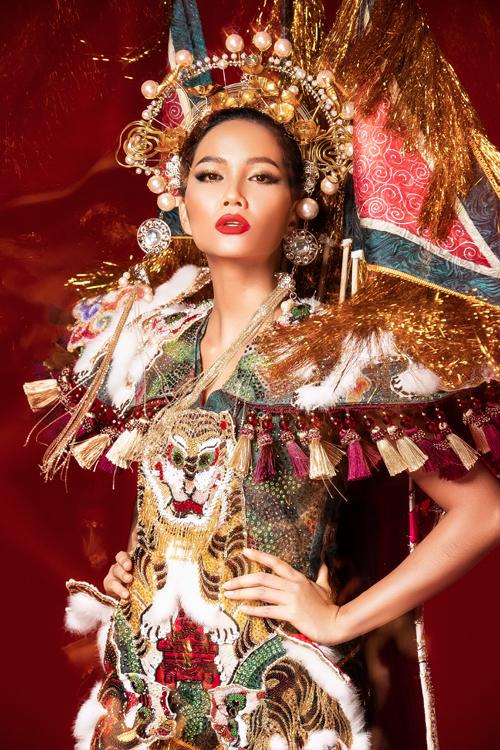 6 bộ quốc phục của HHen Niê ở Miss Universe: Từ bản vẽ ra đời thực - page 2 - 8
