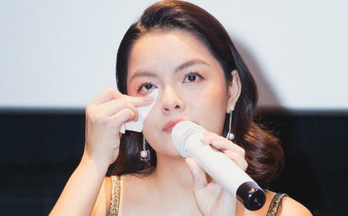 Từ đầu năm 2018, Phạm Quỳnh Anh ra mắt sản phẩm mới nhưng thiếu vắng sự xuất hiện của chồng. Cô cũng tự lo chiến lược quảng cáo cho MV cá nhân. Đến cuối tháng 9/2018, cô bật khóc khiđược truyền thông đề cập đến cuộc sống hôn nhân hiện tại. Tuy nhiên cô từ chối bình luận vì cô nghĩ mình có quyền được bảo vệ sự riêng tư.