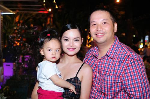 Quang Huy mới đây chính thức xác nhận đã sống ly thân với Phạm Quỳnh Anh hơn 1 năm. Cặp đôi đã đi đến quyết định ly hôn, kết thúc chuyện tình 16 năm. Tuy nhiên, phía Phạm Quỳnh Anh vẫn chưa đưa ra bất kỳ bình luận nào sau khi Quang Huy xác nhận thông tin.